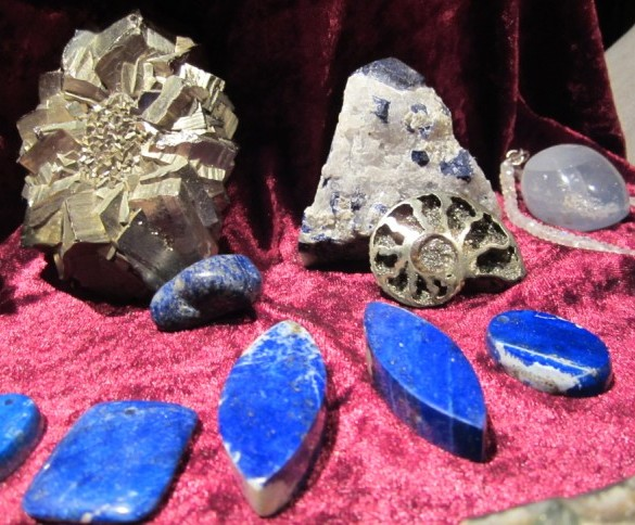 pyritised Ammonite, Top-Quality Lapislazuli, special Pyrite Formation